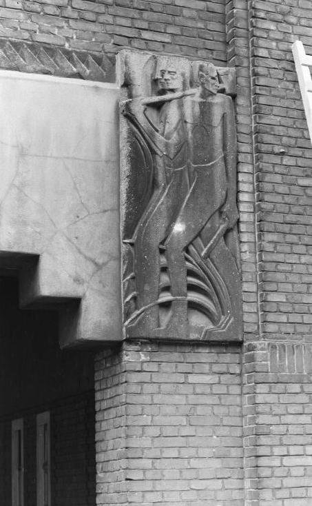 mannen met gereedschap - foto: beeldbank amsterdam, 26 april 1955