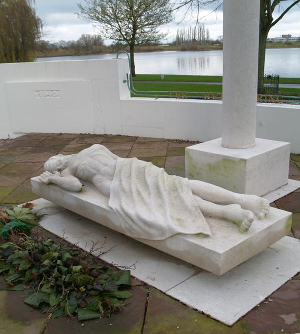 gesneuvelde man - foto: loek van vlerken 21-11-2015