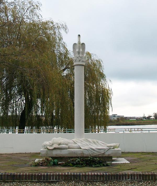 monument voor de gevallen strijders - foto: loek van vlerken 21-11-2015