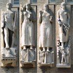 3 vrouwenfiguren en één mannenfiguur