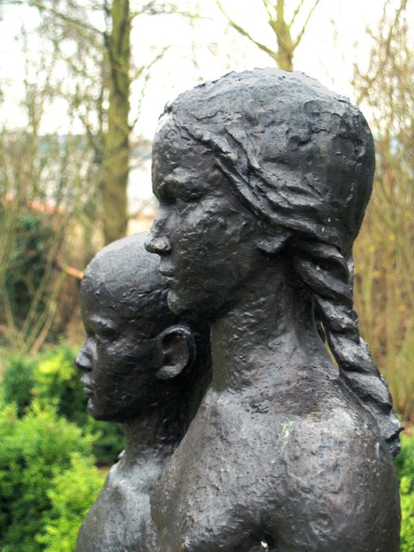 twee kinderen (detail) - foto: loek van vlerken 18.03.2011