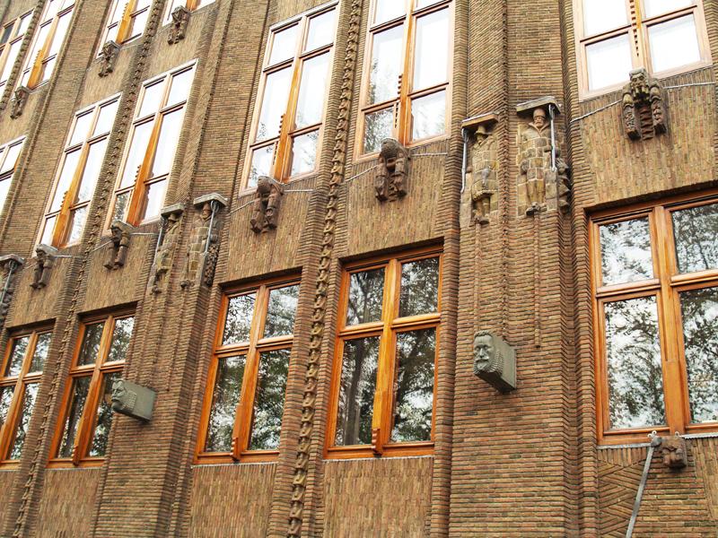 gevel scheepvaarthuis - foto: loek van vlerken 28.04.2011