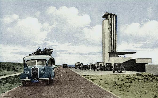 monument afsluitdijk - historische foto (kleurbewerking: loek van vlerken)