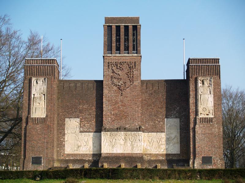achterzijde hoofdgebouw monument - foto: loek van vlerken 13.03.2014