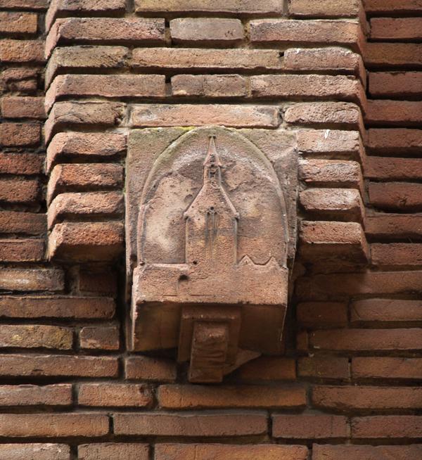gevelsteen kapel st. agnieta - foto: loek van vlerken 13.02.2012