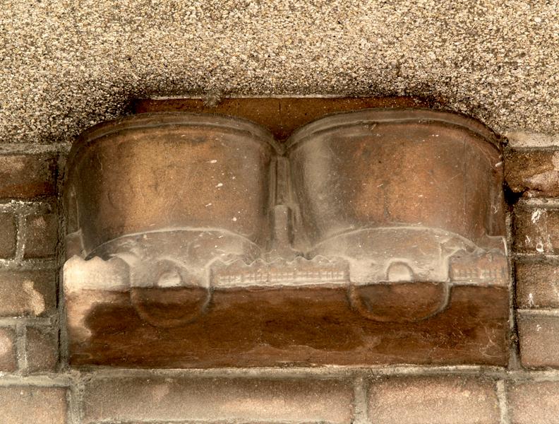 twee gashouders en huizen - foto: loek van vlerken 06.04.2011