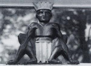 gehurkte gekroonde figuur - foto: lagerweij-polak