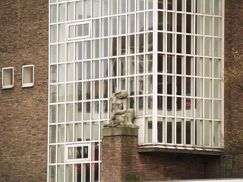 gevel Geologisch Instituut - foto: loek van vlerken 06.04.2011