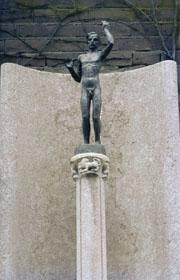 monument met originele zuil -foto: b. van bohemen NIOD, datering onbekend