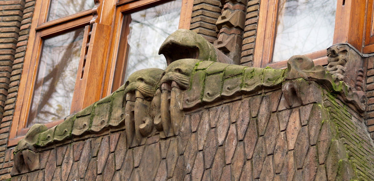 timpaan met walruskoppen - foto: loek van vlerken 30.11.2013