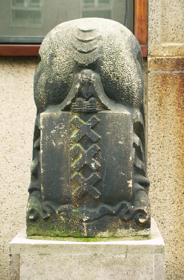 wapen van amsterdam - foto: loek van vlerken 08.03.2011