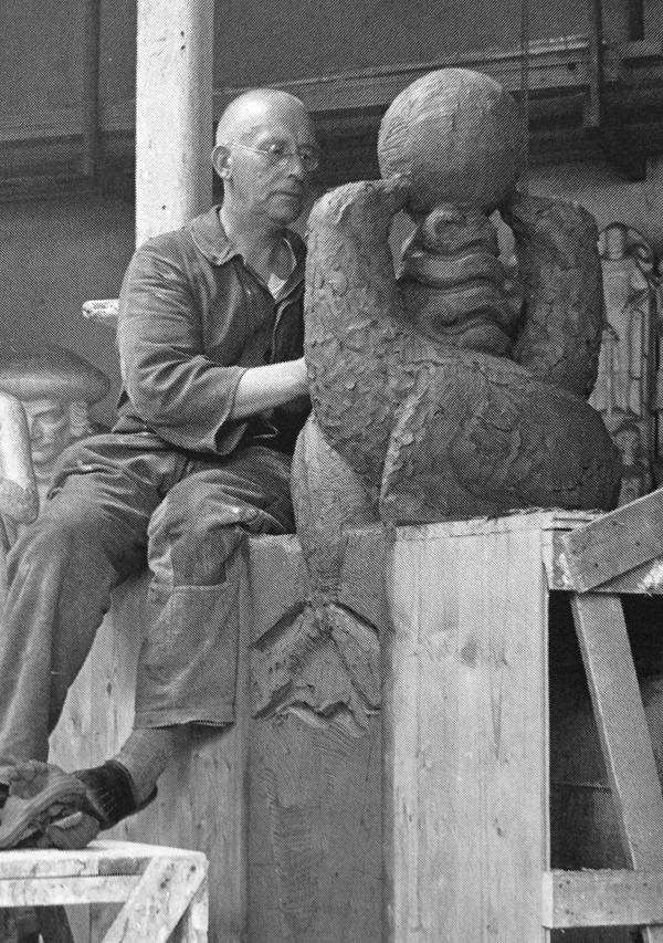 krop in atelier met kleimodel zeeleeuwen met bal - foto: cas oorthuys ca. 1935 (lagerweij-polak)