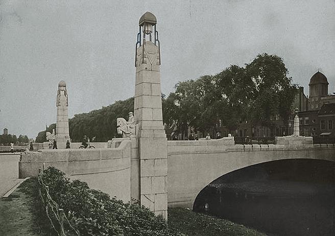 wilhelminabrug vóór 1944 - gezien vanaf de van der does de willeboissingel - foto: HKM