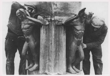 roepende krantenjongens plaatsing op toren in 1929 - foto: kunst aan de straat (fotograaf onbekend)