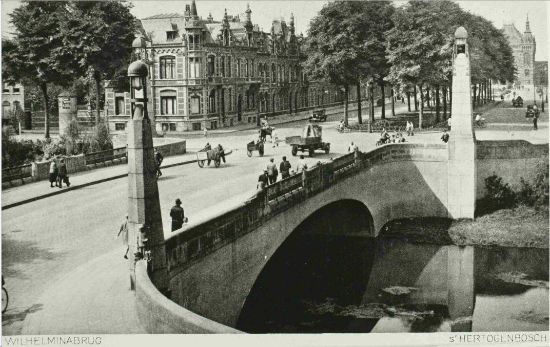 wilhelminabrug gezien in de richting van de stationsweg - foto ca.1930: HKM