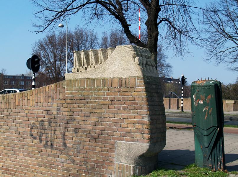 loods en hijskranen - foto: loek van vlerken 22.03.2011