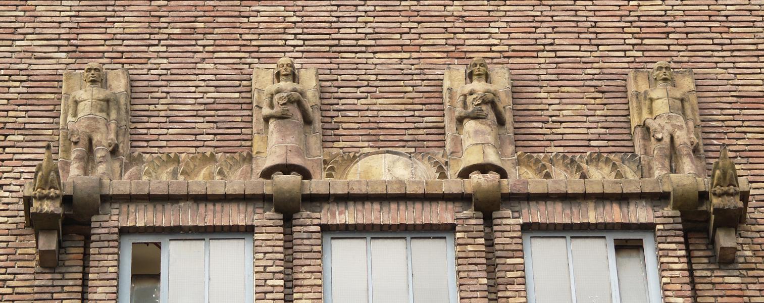 raampartij boven hoofdingang - foto: loek van vlerken 01.04.2011