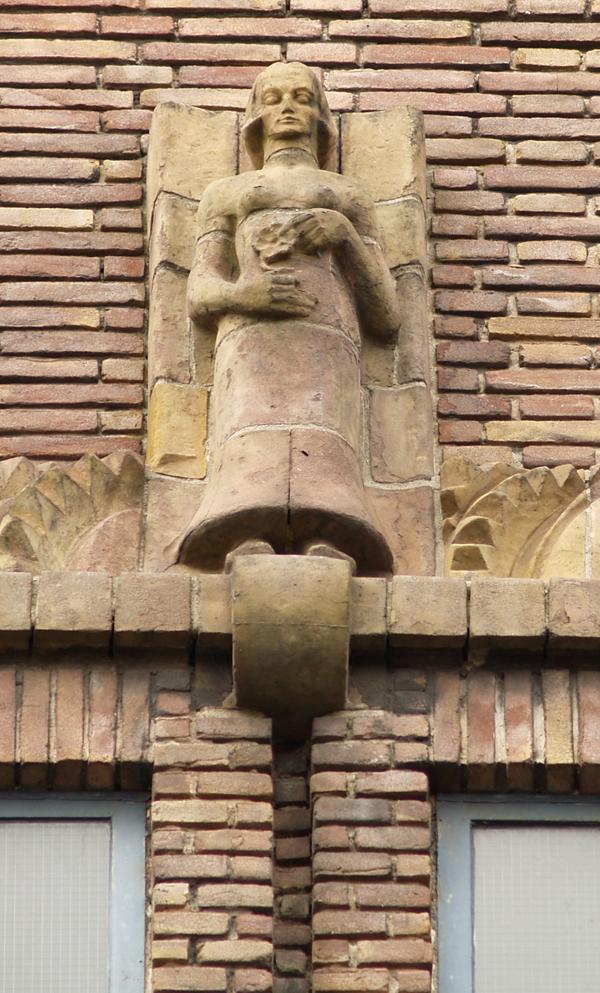 vrouw met bloem - foto: loek van vlerken 01.04.2011