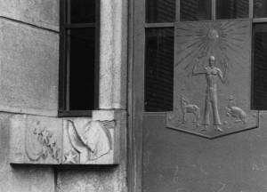 deurpaneel links - foto: hildo krop museum