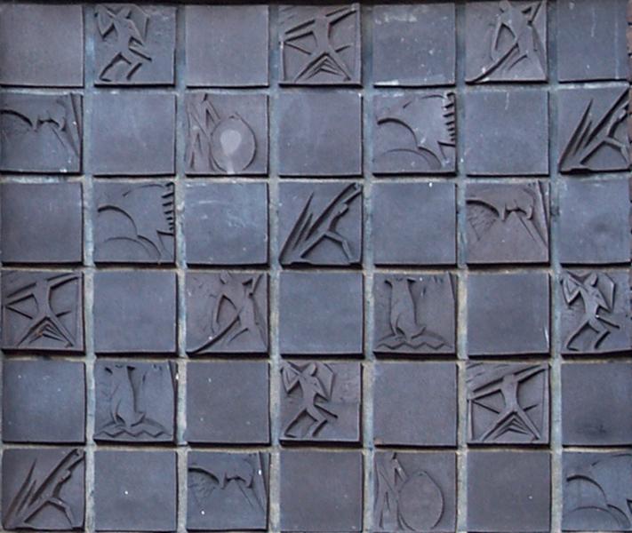 tegels boven hoofdingang - foto: loek van vlerken 13.01.2012