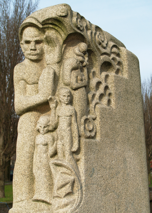 mannenfiguur met kleinere figuren - foto: loek van vlerken 17.02.2011