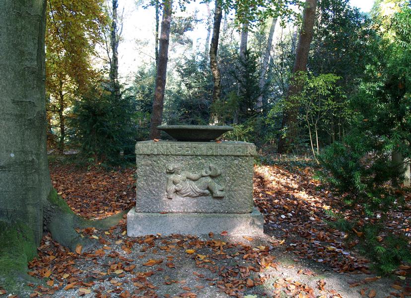 grafmonument voorzijde - foto: loek van vlerken 27.10.2015