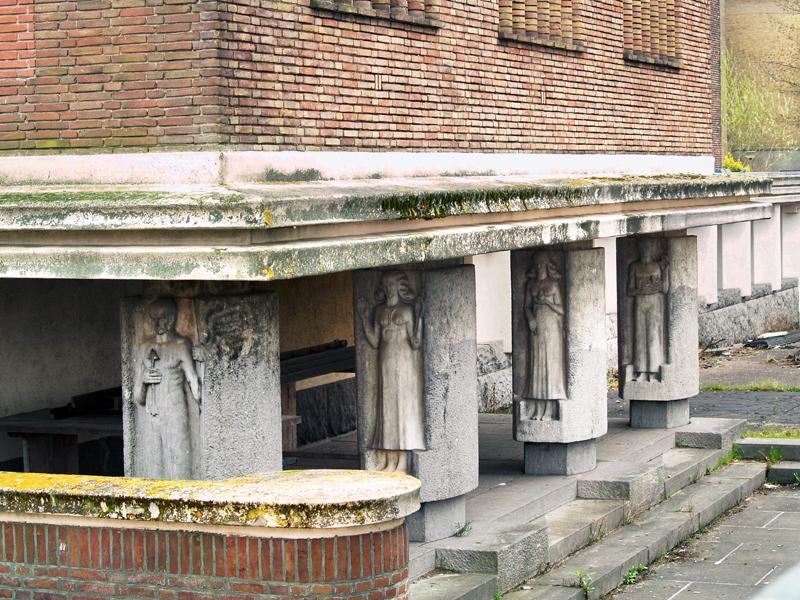 pijlerversieringen n.beetsstraat - foto: loek van vlerken 01.04.2011