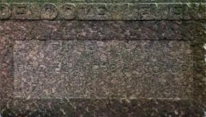 sokkel rechterzijde (detail) - foto: loek van vlerken 27.10.2015