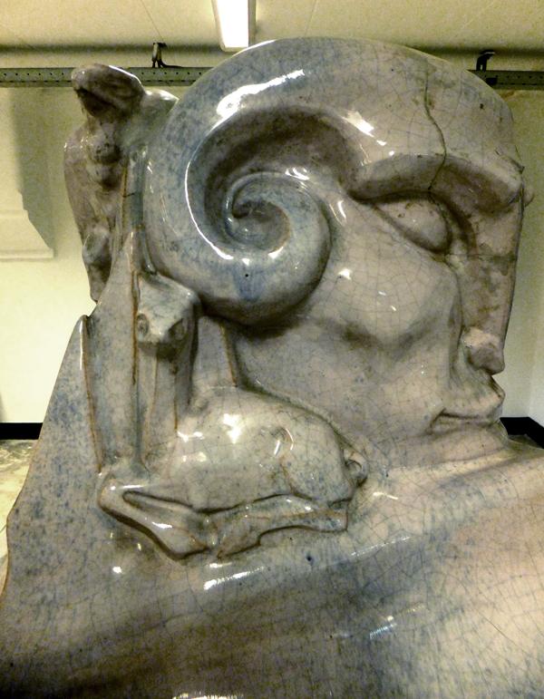pan met liggend hertje (collectie hildo krop museum) - foto: loek van vlerken 04.06.2013
