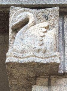 zwaan gehakt in graniet - foto: loek van vlerken 05.07.2017