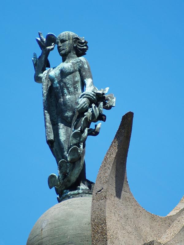 vrouwenfiguur - foto: loek van vlerken 01.06.2011