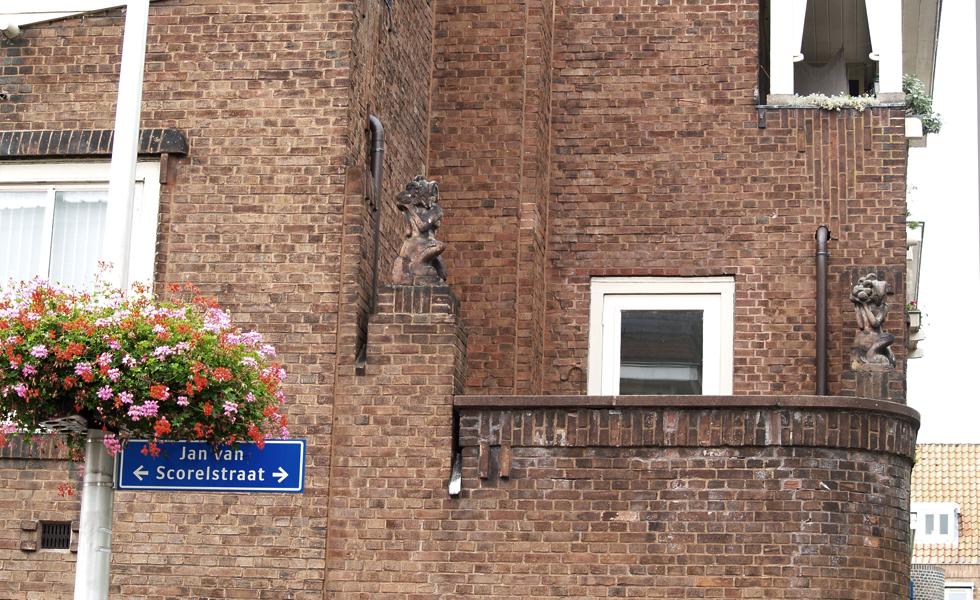 twee faunen jan van scorelstraat/hobbemastraat - foto: loek van vlerken 02.08.2017