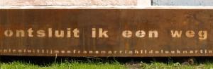 monument 'de ontmoeting tussen zee en land' sokkeltekst - foto: loek van vlerken 21.06.2016