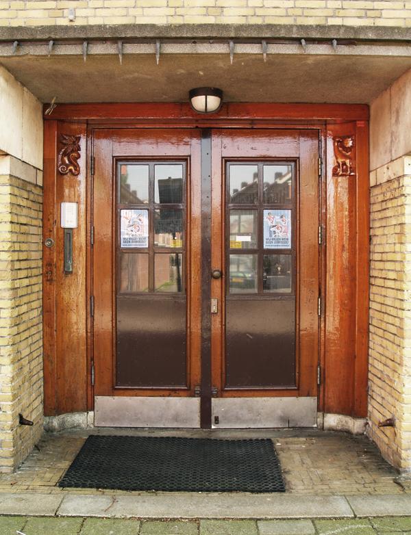 ingang school - foto: loek van vlerken 20.04.2011