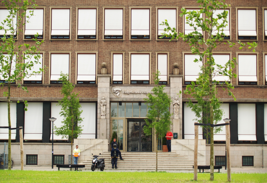 hoofdingang - foto: loek van vlerken 03.07.2012