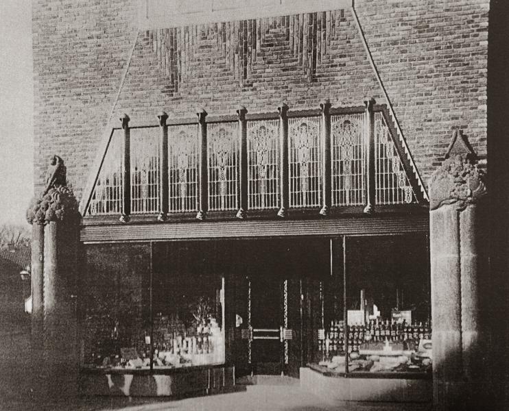 detail gevel kruidenierswinkel - foto: wendingen 1919 - nr. 4