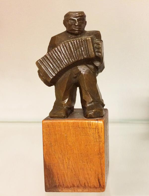 harmonicaspeler - collectie Hildo Krop Museum - foto: loek van vlerken 10.07.2017