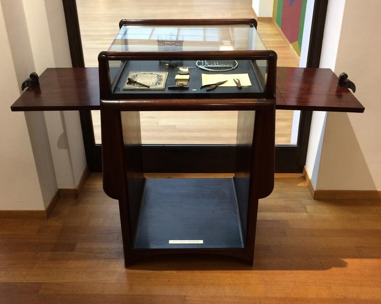 Me 23 meubels voor juwelier steltman den haag hildo krop for Steltman stoel afmetingen