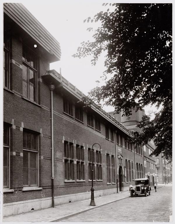 gevel school in de oude situatie, voor de verbouwing - foto beeldbank amsterdam