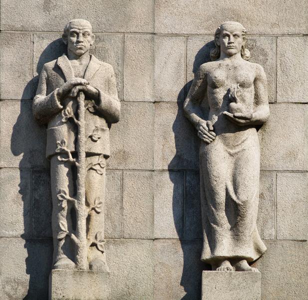 man steunend op uitbottende stam  vrouw met vlammend hart - foto's loek van vlerken 20.03.2011