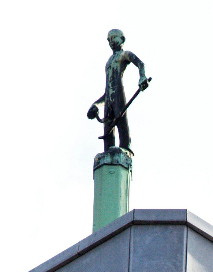 man met sikkel en pikhaak - foto: loek van vlerken 21.02.2011